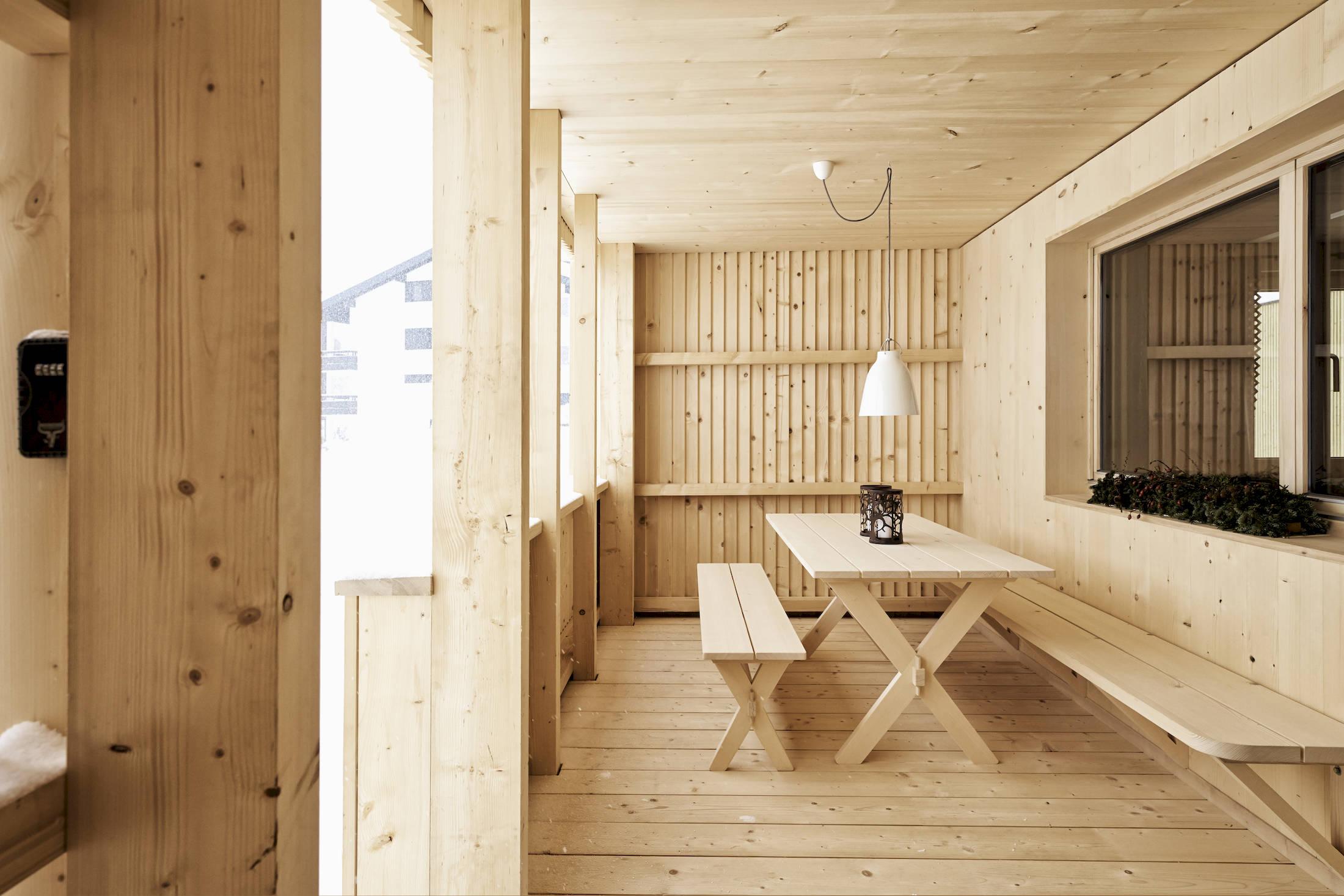 tinn ferienhaus mellau kaufmann zimmerei tischlerei holzmodulbau. Black Bedroom Furniture Sets. Home Design Ideas